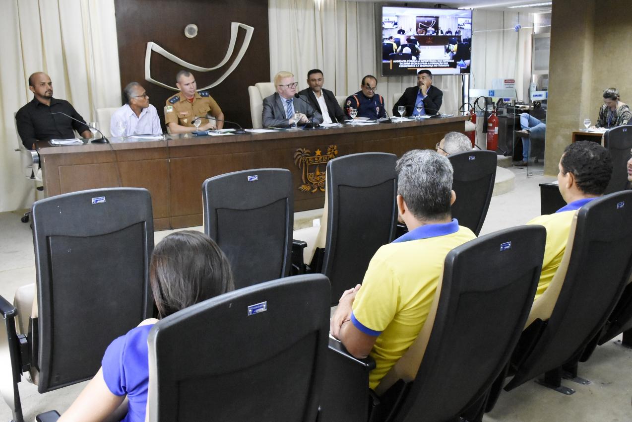 Obrigatoriedade de instrutores na formação de motoristas é discutida na AL
