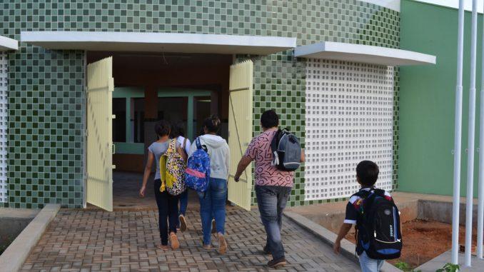 aulas-iniciam-na-Escola-Municipal-Genildo-2-678x381