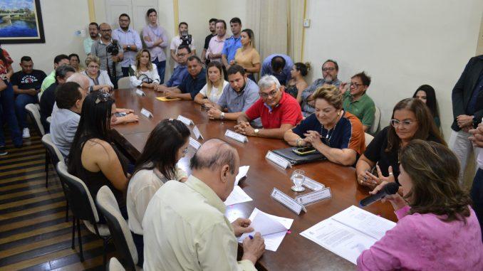 Prefeita Rosalba Ciarlini assina contrato de 10 leitos de UTI com o Hospital São Luiz