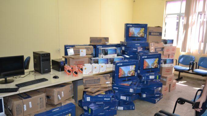 Prefeitura-compra-200-novos-computadores-e-50-impressoras-para-melhor-equipar-todos-os-setores-da-Vigilância-em-Saúde-2-678x381